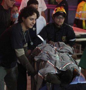 旅客機墜落救助画像